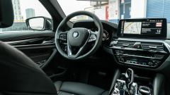 BMW 520d xDrive Touring, abitacolo driver oriented