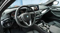 BMW 520d xDrive Touring, il classico cockpit sportivo BMW