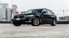 BMW 520d xDrive Touring: comoda o veloce, come tu la vuoi. La prova - Immagine: 32