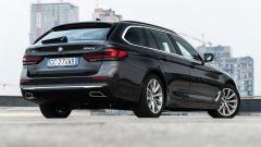 BMW 520d xDrive Touring: comoda o veloce, come tu la vuoi. La prova - Immagine: 33