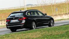 BMW 520d xDrive Touring, trazione integrale e quattro ruote sterzanti