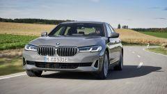 BMW 520e: il frontale