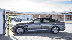 BMW 520e in carica