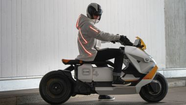 BMW a MIMO 2021: lo scooter Definition CE 04