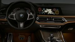 BMW: l'animazione in auto con gli auguri di buone anno