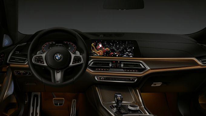 BMW: a Natale gli auguri arrivano direttamente in auto