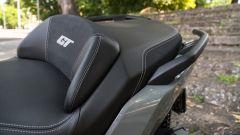 BMW C 400 GT 2019: lo schienalino integrato nella sella