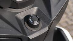 BMW C 400 X 2019, il blocchetto di accensione del sistema keyless