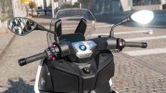 BMW C 400 X 2019, il manubrio