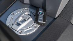 BMW C 400 X 2019, il tappo del serbatoio è comandato dal sistema keyless (opzionale)