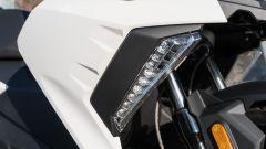 BMW C 400 X 2019, le luci diurne a led sono di serie