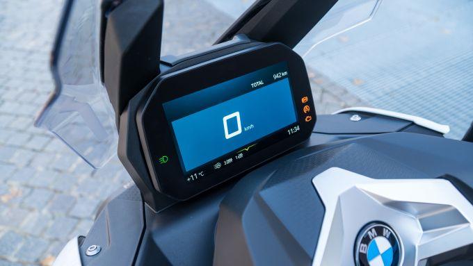 BMW C 400 X, il display Connectivity