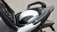 BMW C Evolution: sotto la sella c'è posto per un solo casco