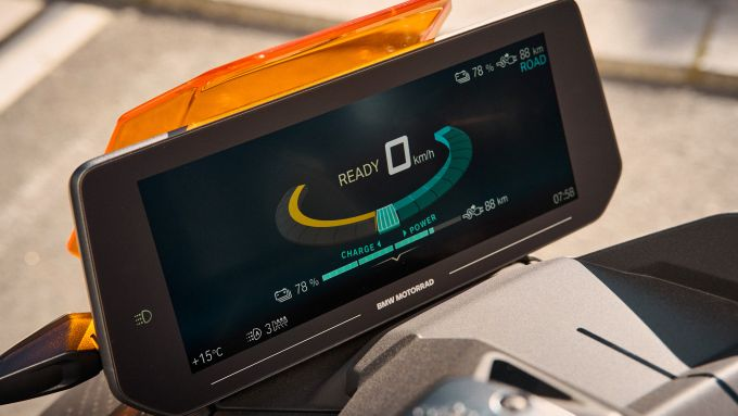 BMW CE 04 2021: la strumentazione da 10,25''
