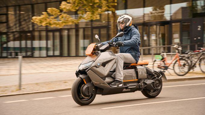 BMW CE 04 2021: primo scooter elettrico della casa bavarese
