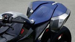 BMW Concept 9cento, ecco il codone ad aggancio magnetico che integra le borse