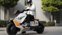 BMW Definition CE 04: eccolo in azione