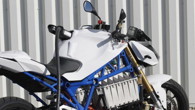 BMW E-Power Roadster Concept: si ricarica dal serbatoio