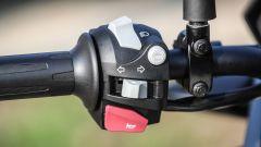 BMW G 310 GS: il pulsante per spegnere l'ABS