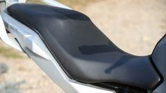 BMW G 310 GS: la sella