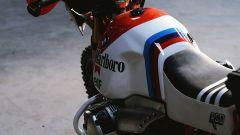 BMW GS Dakar: il serbatoio della R 1200 GS 2008 modificata da Roland Sands