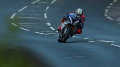 BMW HP4 Race in azione al TT