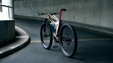 BMW i Vision Amby: il posteriore con la luce a LED integrata nel supporto della sella