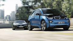 BMW i3 94 AH: su strada con la versione con batteria da 33 kWh