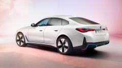 BMW i4: visuale di 3/4 posteriore