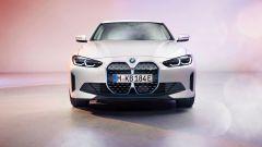 BMW i4: visuale frontale
