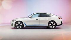 BMW i4: visuale laterale