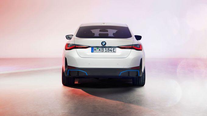 BMW i4: visuale posteriore