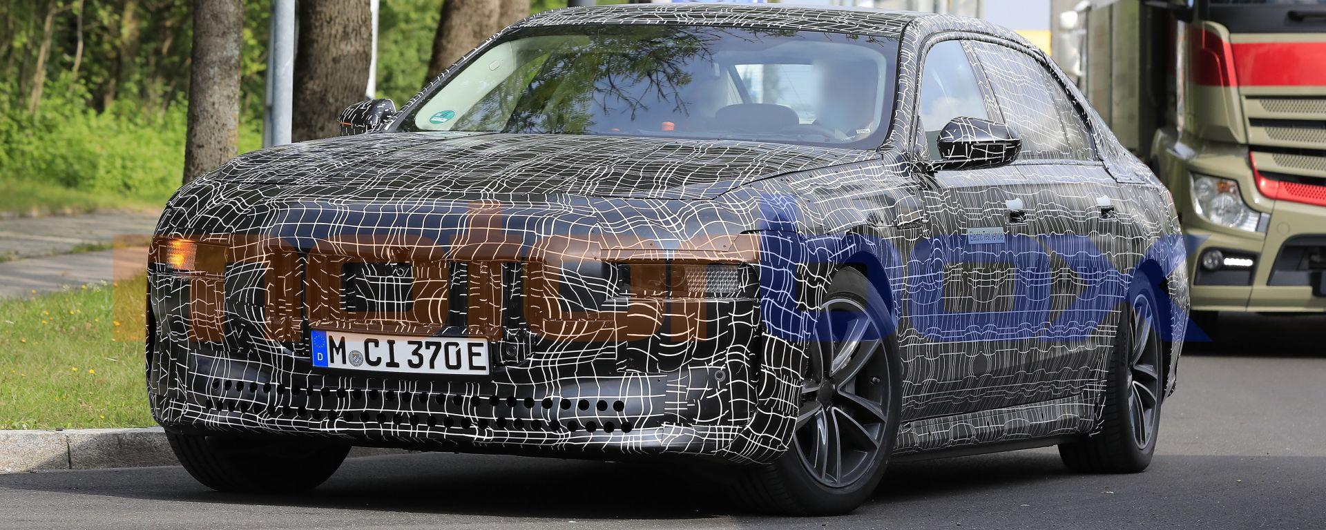 BMW i7, la versione elettrica della BMW Serie 7, sotto, sarà tutta diversa