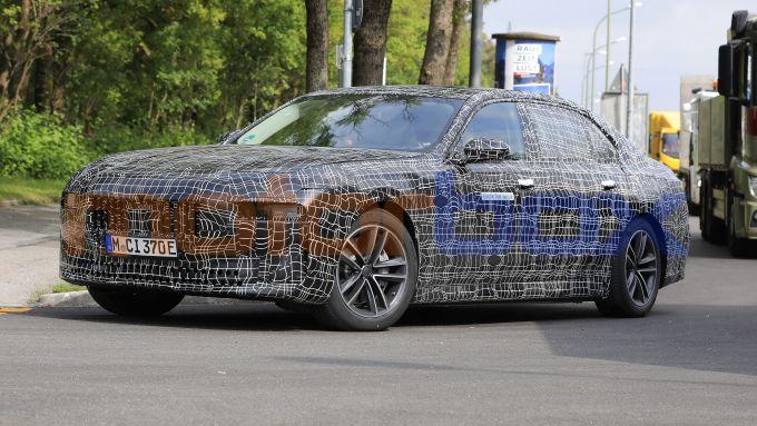BMW i7: l'ammiraglia elettrica è - quasi - servita