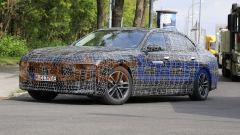 BMW i7, vista 3/4 anteriore