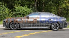 BMW i7, vista laterale