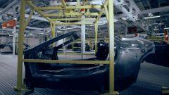 BMW i8 Roadster: la scocca in carbonio