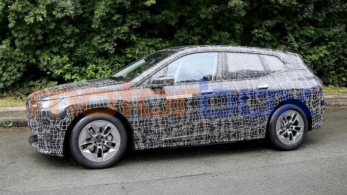 BMW iNext, il doppio rene sembra ben sviluppato in altezza