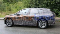 BMW iNext, si noti l'etichetta obbligatoria che identifica i prototipi elettrici in collaudo