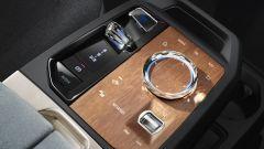 BMW iX 2021: elementi in cristallo