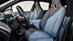 BMW iX 2021: i sedili anteriori