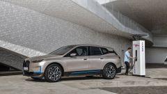 BMW iX 2021: ricarica rapida fino a 200 kW