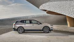 BMW iX 2021: visuale laterale