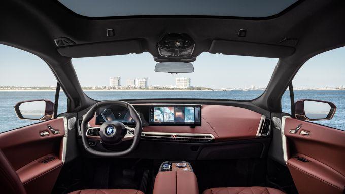 BMW iX: interni