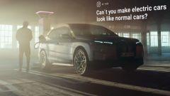 BMW iX, dal web pioggia di critiche. La risposta è geniale - Immagine: 1