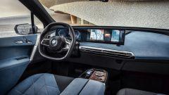 BMW iX xDrive40: gli interni