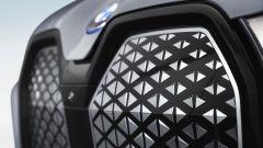 BMW iX xDrive40: la griglia chiusa