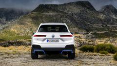 BMW iX xDrive40: visuale posteriore