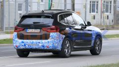 BMW iX3 2021, foto spia: promette 440 km di autonomia