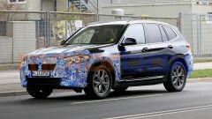 BMW iX3 2021, foto spia: vista 3/4 anteriore